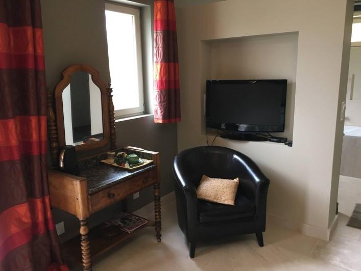 Location de vacances - Chambre d'hôtes à Grimault - La Grimaldienne  coin télévision