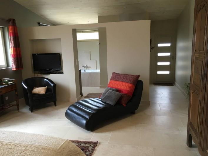 Location de vacances - Chambre d'hôtes à Grimault - La Grimaldienne,  sdb, coin télevision et entrée