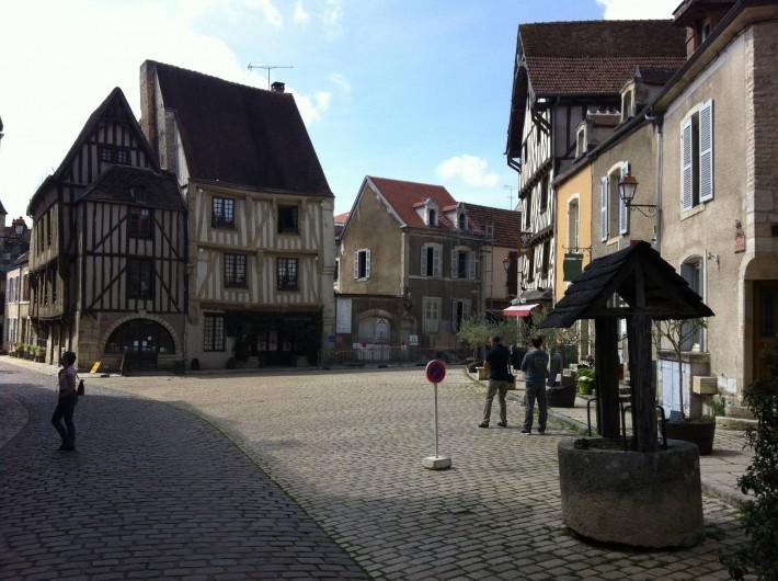 Location de vacances - Chambre d'hôtes à Grimault - Noyers sur Serein 89310 Cité médiévale classée parmi les plus beaux villages