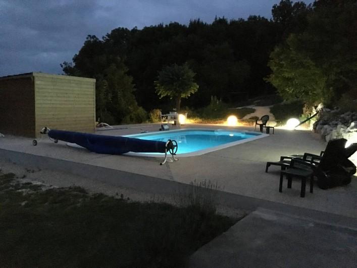Location de vacances - Chambre d'hôtes à Grimault - La piscine au crepuscule