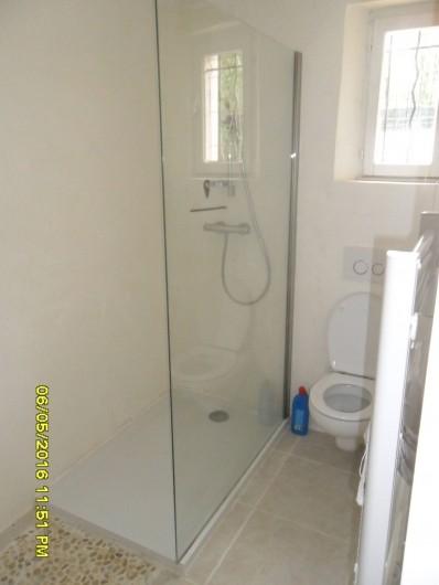Location de vacances - Appartement à Sainte-Maxime - SDB + toilettes.