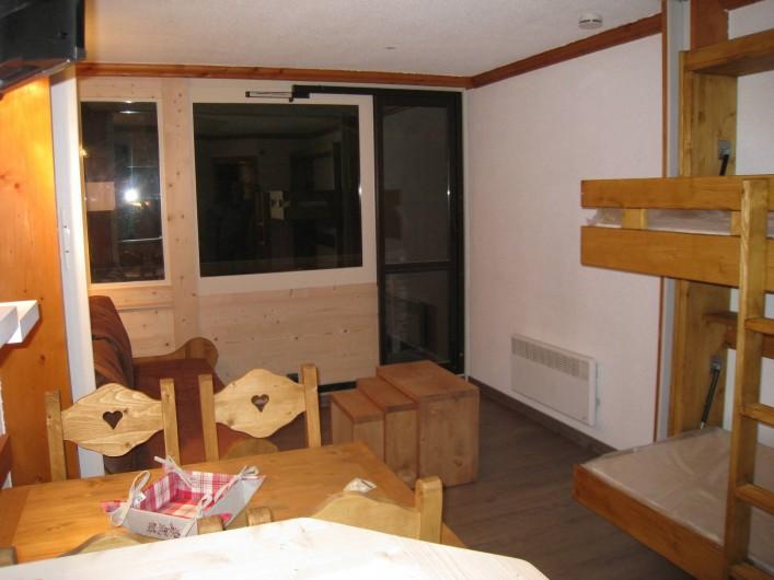 Location de vacances - Studio à La Plagne - Coin couchage a cote de la cuisine avec lits rabattables separemment