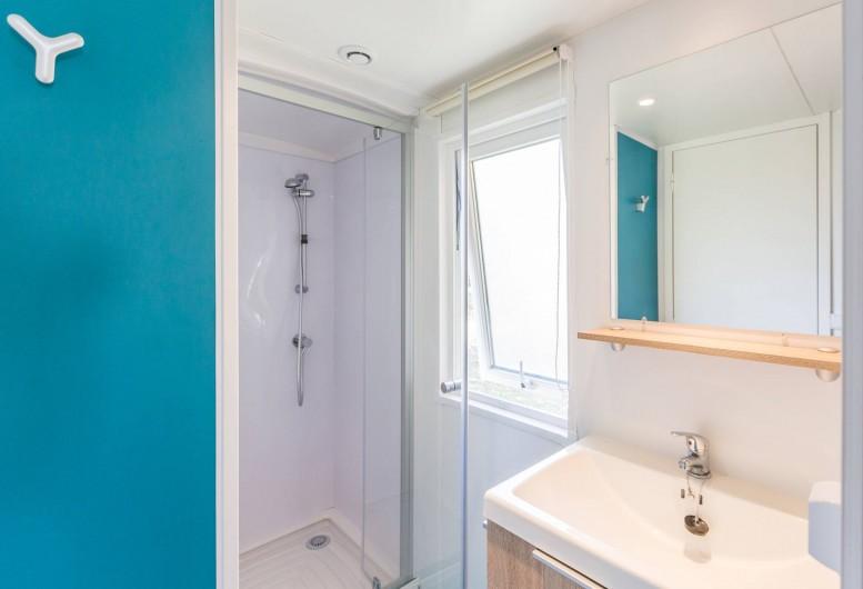 Location de vacances - Bungalow - Mobilhome à Thonon-les-Bains - Salle de bain avec toilettes séparées