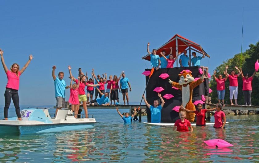 Location de vacances - Bungalow - Mobilhome à Thonon-les-Bains - Notre équipe à la plage