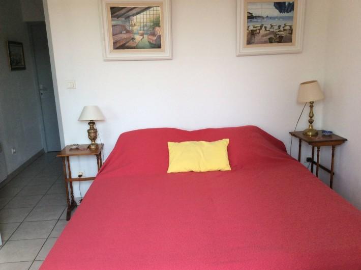 Location de vacances - Studio à Villeneuve-lès-Avignon - 2 lits de 90 juxtaposés .