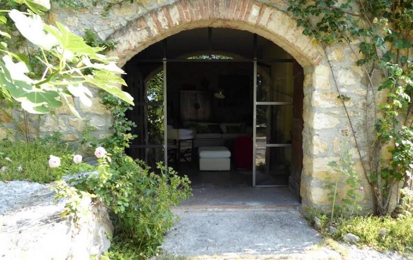 Location de vacances - Maison - Villa à Marano di Valpolicella - Porche du Fenile vu de l'extérieur, façade sud