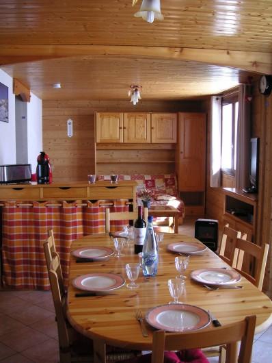 Location de vacances - Appartement à Manigod - cuisine -salon