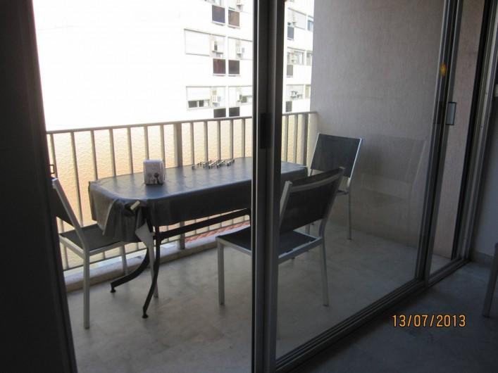 Location de vacances - Appartement à Saint-Raphaël - balcon au sud avec store table pour 4 personnes