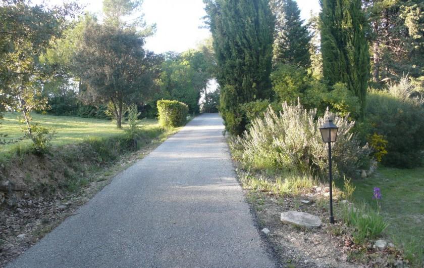 Location de vacances - Mas à Bagnols-en-Forêt - La montée jusqu'a la maison