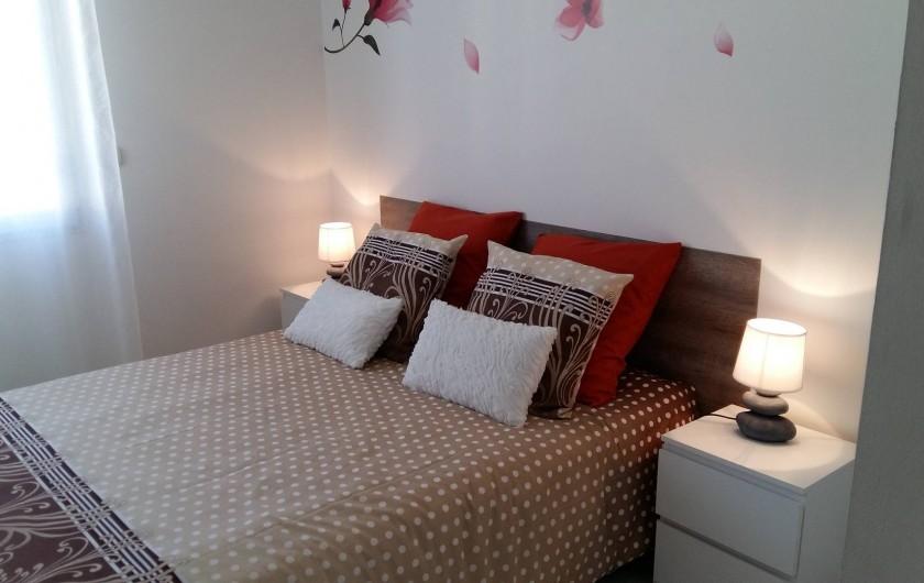 Location de vacances - Appartement à Antibes - La chambre dispose d'un grand placard
