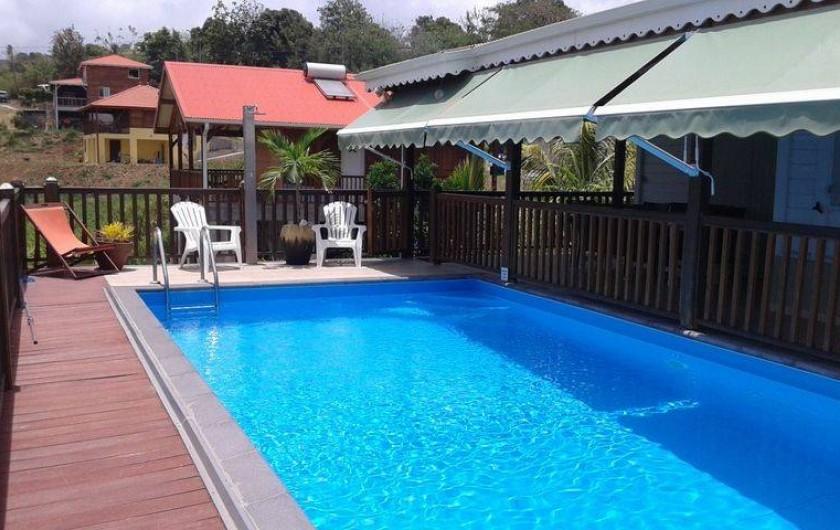 Location de vacances - Villa à Le Carbet - PISCINE PRIVEE AVEC BARRIERES DE SECURITE ATTENANTE A LA TERRASSE