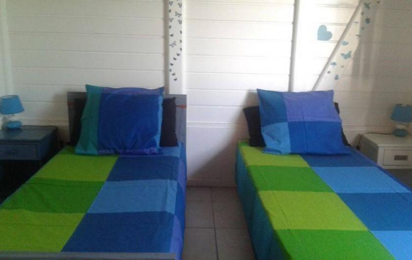 Location de vacances - Villa à Le Carbet - CHAMBRE 3 CLIMATISEE AVEC ARMOIRE