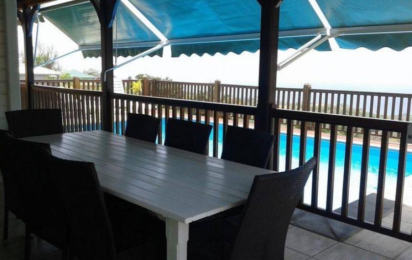 Location de vacances - Villa à Le Carbet - TERRASSE REPAS AVEC VUE SUR LA MER