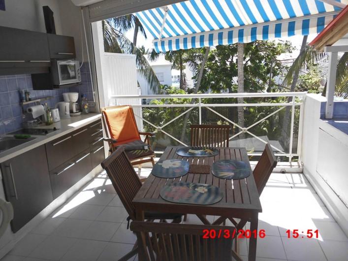 Location de vacances - Appartement à Saint-François - Terrasse avec cuisine et coin repas