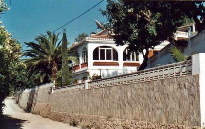 Location de vacances - Villa à Dénia - Jardin totalement clos.