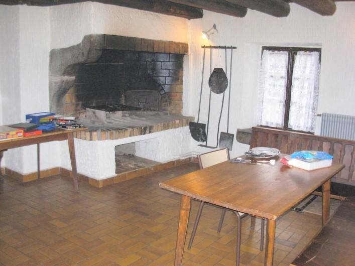 Location de vacances - Chalet à Cornimont - salle de détente avec cheminée et four à pizza