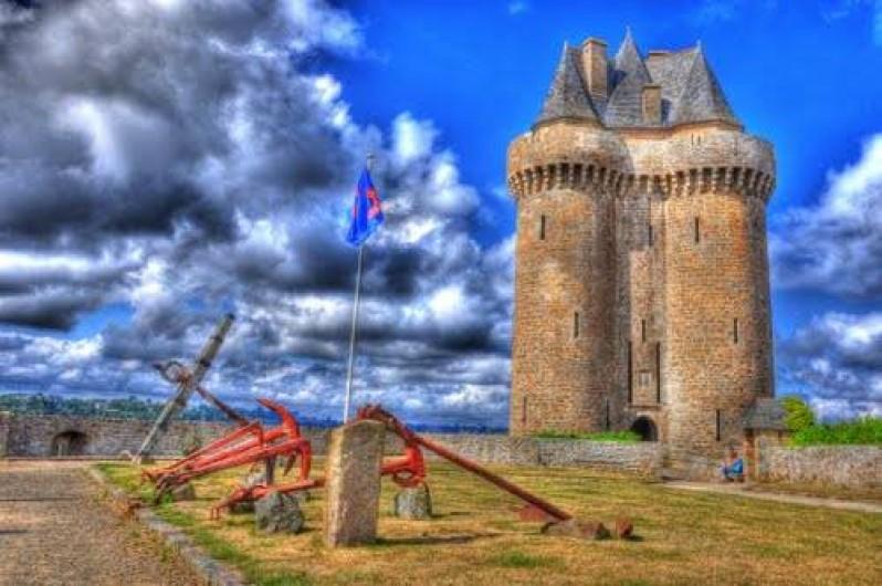 Location de vacances - Maison - Villa à Saint-Malo - La tour Solidor qui protège l'antique  cité d'Alet, berceau de St Malo