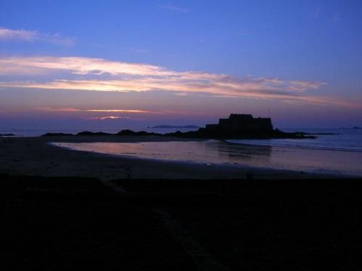 Location de vacances - Maison - Villa à Saint-Malo - La nuit qui tombe sur la baie de Saint-Malo