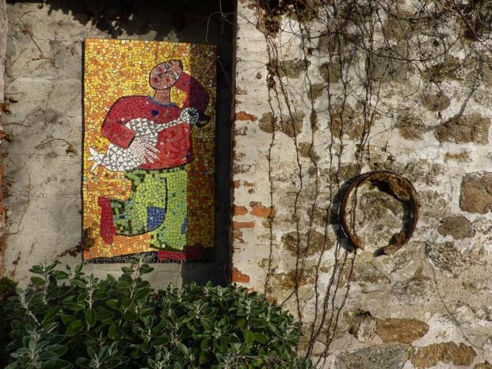 Location de vacances - Maison - Villa à Saint-Malo - Les mosaïques de Françoise sur le mur du garage.