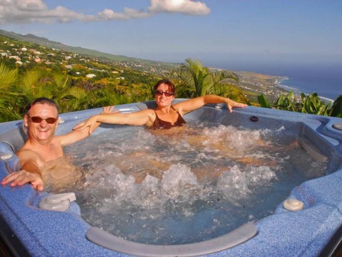 Location de vacances - Chambre d'hôtes à Saint-Leu - Le spa face à l'océan Indien
