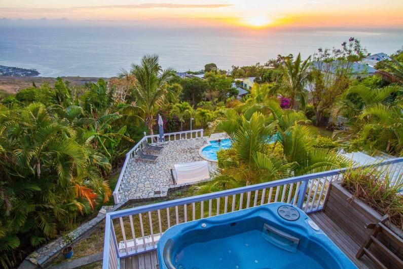 Location de vacances - Chambre d'hôtes à Saint-Leu - Le spa, la piscine, l'océan Indien, le ciel : 4 bleus au choix