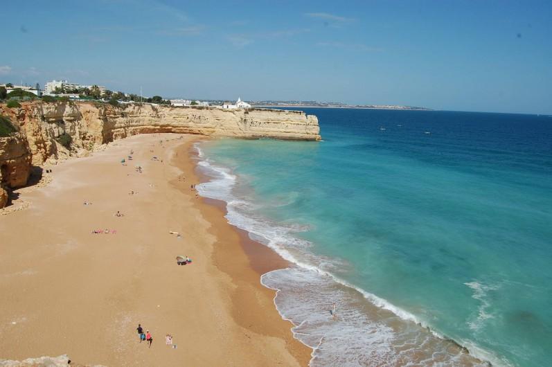 Location de vacances - Villa à Porches - Notre plage, juste en face