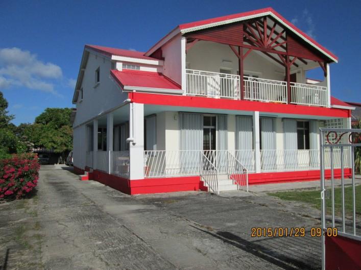 Location de vacances - Villa à Grand-Bourg - Locaverdé  (côté rue)