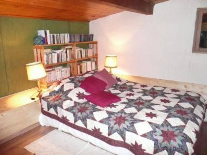 Location de vacances - Chalet à Saint-Gervais-les-Bains - Chambre mezzanine avec lit double