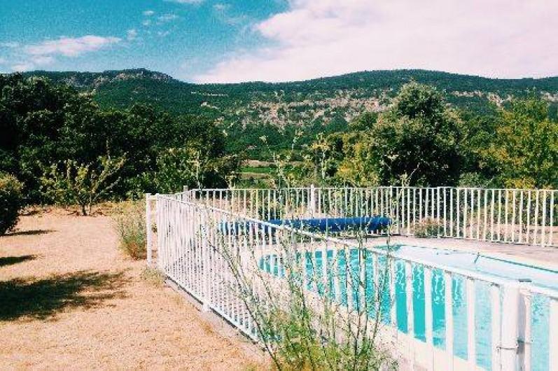 Location de vacances - Villa à Roche-Saint-Secret-Béconne - La piscine est entièrement clôturée, à l'abri des regards.