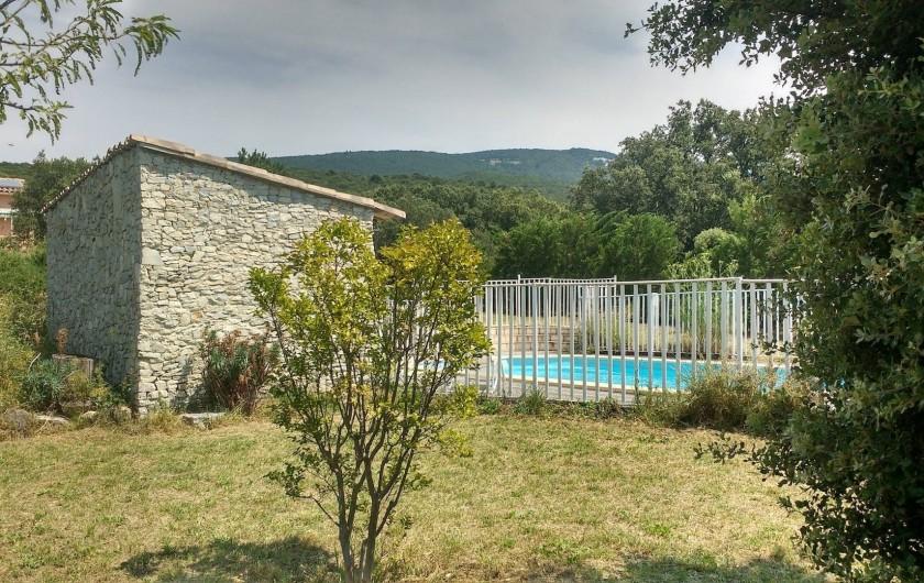 Location de vacances - Villa à Roche-Saint-Secret-Béconne - La piscine, au milieu du parc, avec une vue incroyable sur les montagnes.