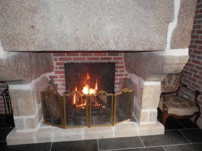 Location de vacances - Chambre d'hôtes à Lebiez - Cheminée 17ème siècle