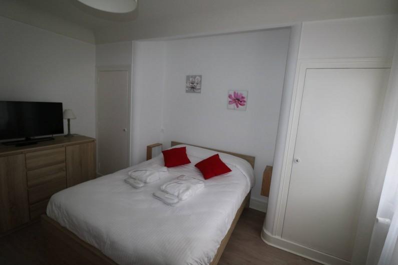Location de vacances - Appartement à Aix-les-Bains - chambre parents