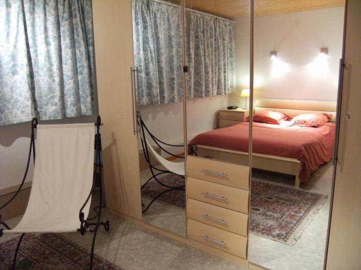 Location de vacances - Appartement à Orbey - Grande chambre parentale