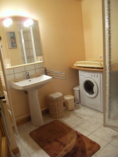 Location de vacances - Appartement à Orbey - Salle de douche