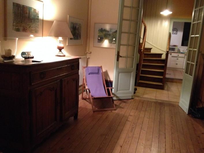 Location de vacances - Villa à Arcachon - Salon et escalier