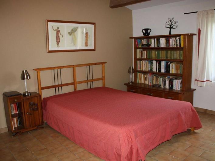 Location de vacances - Villa à Cucuron - Grande chambre de 27m2 à l'étage