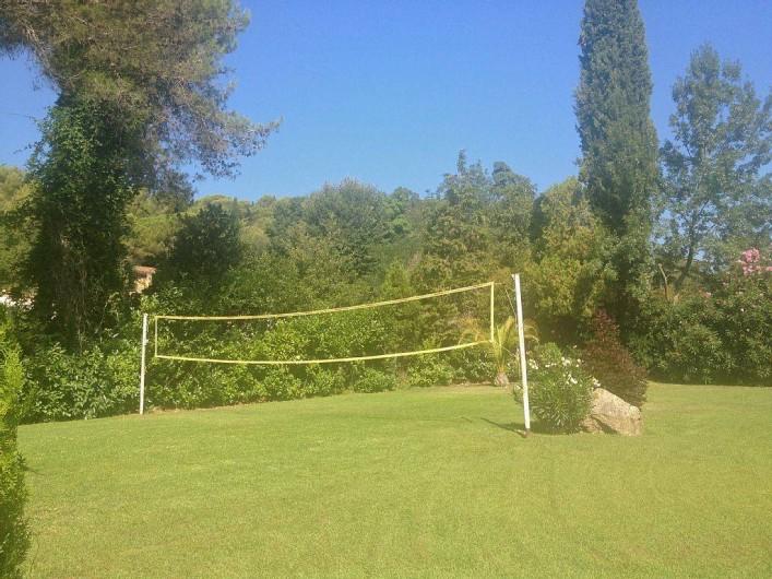 Location de vacances - Villa à Biot - Terrain de volley à coté de la piscine