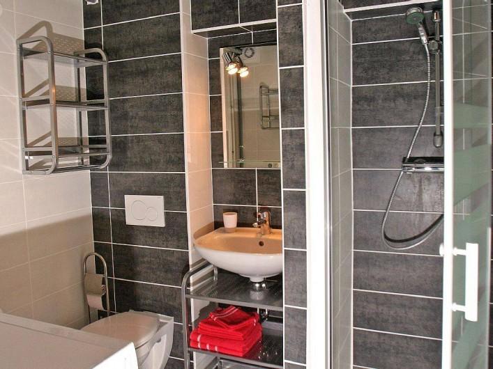 Location de vacances - Gîte à Eguisheim - Salle de bain du rez-de-chaussée