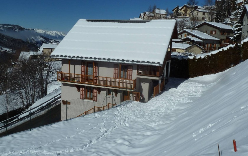 Location de vacances - Gîte à Valmeinier - Le Chalet avec son jardin/champ de neige, idéal pour les jeux des enfants