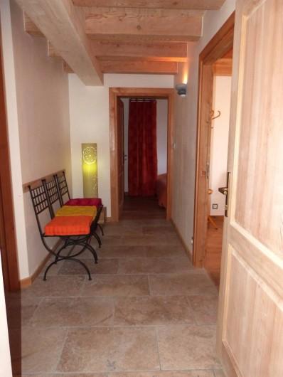 Location de vacances - Appartement à Saint-Chaffrey - Le hall d'entrée desservant les 3 chambres
