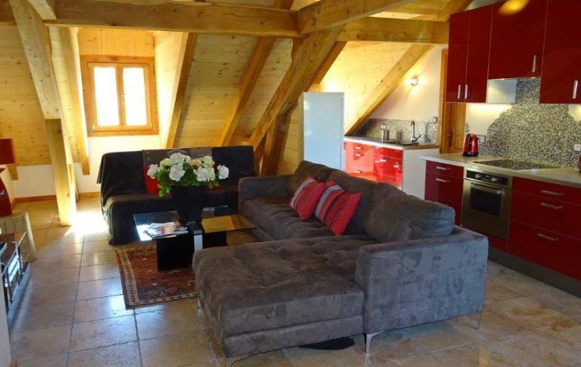 Location de vacances - Appartement à Saint-Chaffrey - Pièce de vie avec la cuisine, le cellier et le salon