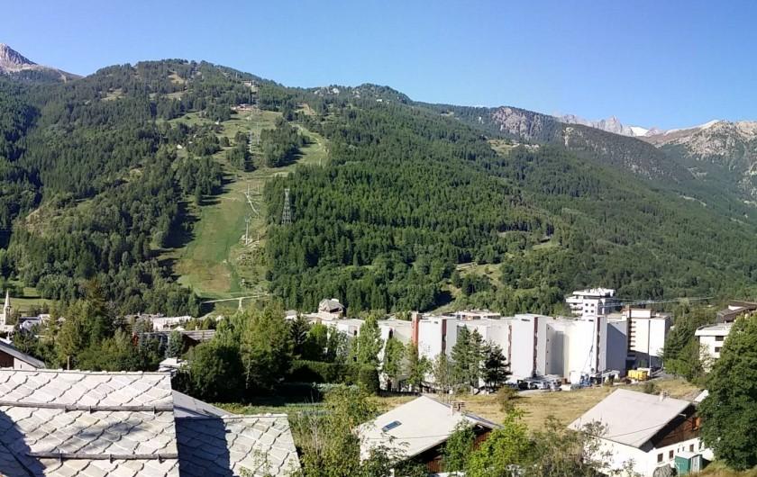Location de vacances - Appartement à Saint-Chaffrey - Chantemerle et la piste Luc Alphand en été
