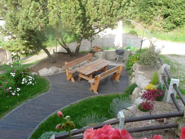 Location de vacances - Gîte à Breitenbach-Haut-Rhin - Terrasse avec petit jardin,barbecue,parasol