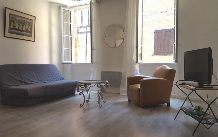 Location de vacances - Appartement à Albi - Séjour salon avec écran plat et Wifi