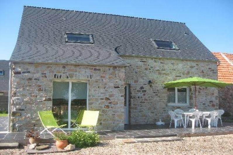Location de vacances - Maison - Villa à Les Moitiers-d'Allonne - façade et terrasse