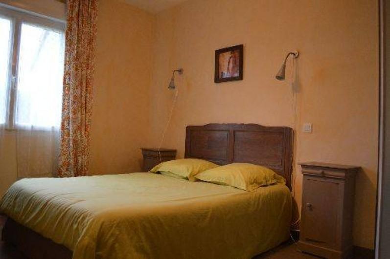 Location de vacances - Maison - Villa à Les Moitiers-d'Allonne - chambre rdc avec douche et lavabo