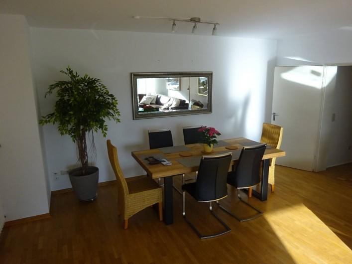 Location de vacances - Appartement à Linz - Table à manger dans le Salon