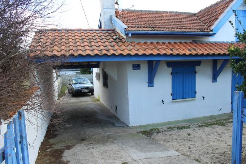 Location de vacances - Maison - Villa à Lacanau - porche abri voiture
