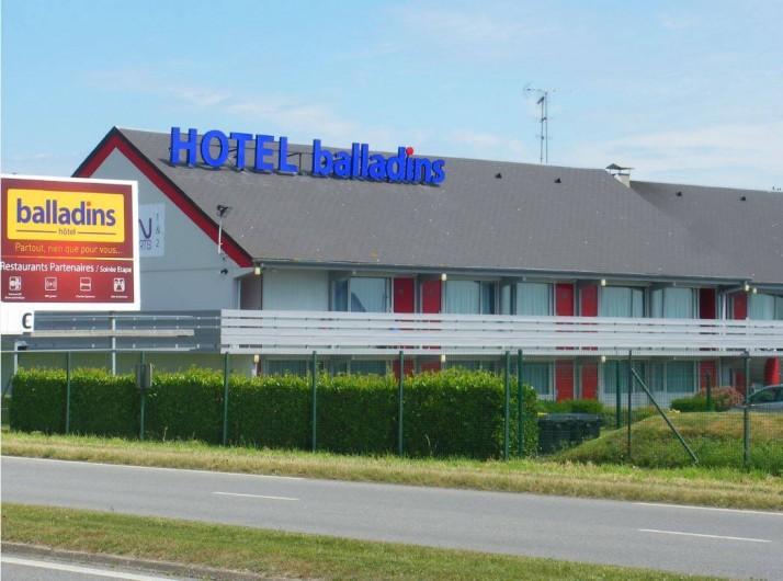 Location de vacances - Hôtel - Auberge à Saint-Aubin-sur-Scie - façade hôtel