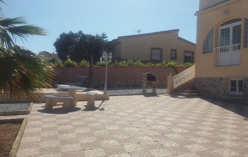 Location de vacances - Villa à Ciudad Quesada - table et BBQ